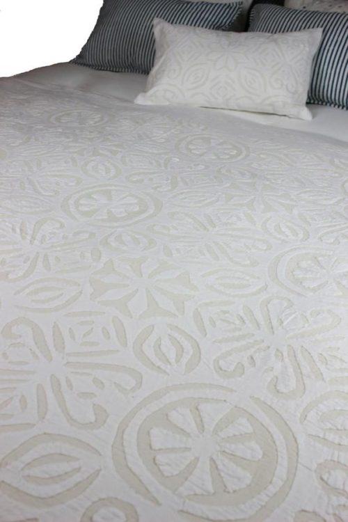Indradanush – Tagesdecke creme in 3 Größen 240 x 260 cm / 170 x 270 cm / 150 x 225 cm
